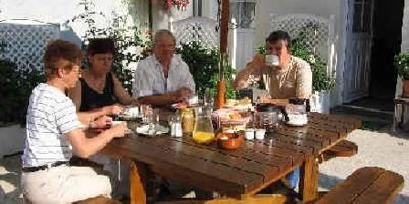 Au Petit Calin Un petit déjeuner en terrasse