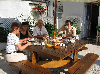 Un petit déjeuner en terrasse
