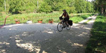 Au Petit Calin Balade à vélo au bord du canal