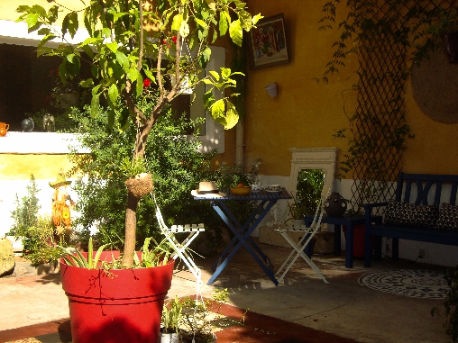 Bed & breakfasts Hérault, from 70 €/Nuit. House of character, Marsillargues (34590 Hérault), Charm, Guest Table, Net, WiFi, Baby Kits, Air-Conditioning, 3 Double Bedroom(s), 1 Suite(s), 12 Maximum People, Library, Chimene...