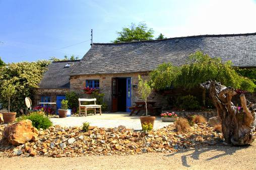Bed & breakfasts Finistère, from 59 €/Nuit. House/Villa, Plouégat Moysan (29650 Finistère), Charm, Guest Table, Garden, 2 Single Bed(s), 2 Double Bedroom(s), 2 Suite(s), 0 Childrens Bedrooms, 16 Maximum People, Chimeney, Ki...