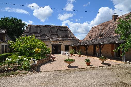 Bed & breakfasts Dordogne, from 45 €/Nuit. House/Villa, La Douze (24330 Dordogne), Park, Blue Card, Travel Cheques, Country View, No Smoking House, Pets forbidden. A proximité : Lake, River, Night Club, Théatre, Festival, ...