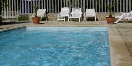 Aux Tournesols La piscine