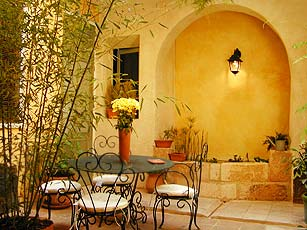 Bed & breakfasts Vaucluse, from 110 €/Nuit. House/Villa, Avignon (84000 Vaucluse), Charm, Net, WiFi, Air-Conditioning, 2 Double Bedroom(s), 3 Suite(s), 13 Maximum People, Lounge, Library, Computer, Fleurs De Soleil, Town/V...