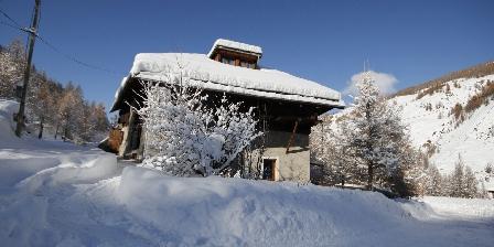 La Barma Chalet des Alpes dans la neige du Queyras