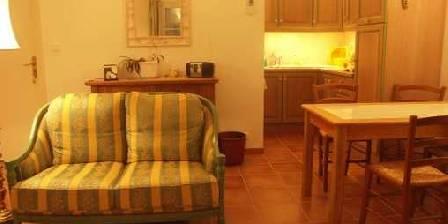 La Bartavelle Le coin cuisine et le salon communs