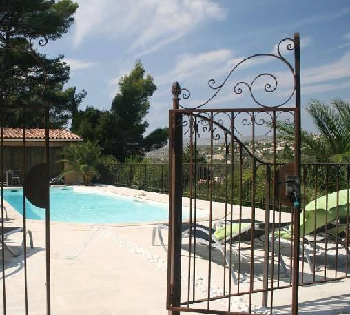 Chambre d'hote Bouches du Rhône - Entrée piscine