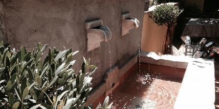 La Bastidaine La fontaine de la terrasse