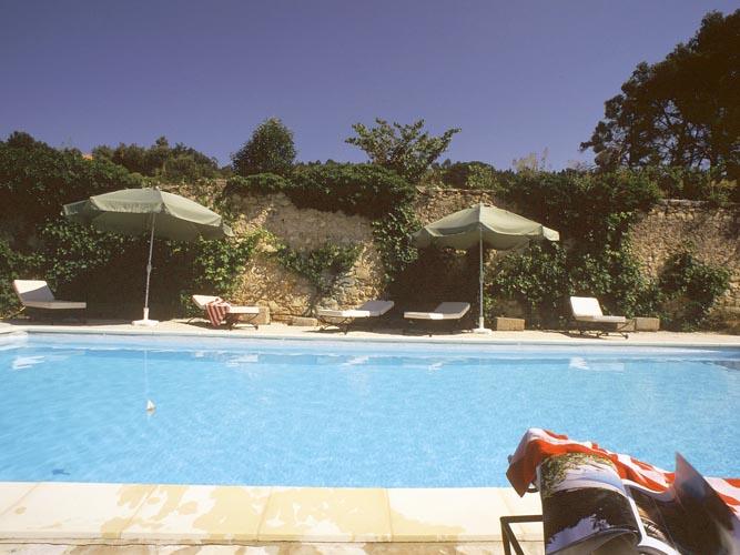 Chambres d'hotes Var, à partir de 79 €/Nuit. Brignoles (83170 Var). A proximité : Aix En Provence 50 km, Toulon 50 km, St Tropez 90 km, Vaucluse 80 km, Bouches Du Rhône 30 km, Abbaye Du Thoronet 20 km, Basilique De St...