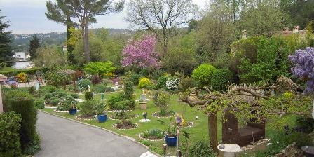 Bastide des Jaisous Jardin devant la villa