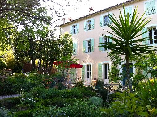 Bed & breakfasts Alpes Maritimes, from 135 €/Nuit. House of character, Antibes (06600 Alpes Maritimes), Charm, Luxury, Garden, Park, Net, WiFi, Baby Kits, 4 Double Bedroom(s), 10 Maximum People, Lounge, Library, Chimeney, Maisons...