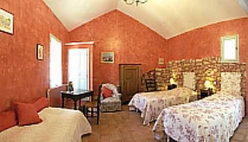 Chambre d 39 hote ferme des belugues chambre d 39 hote for Chambre hote vaucluse