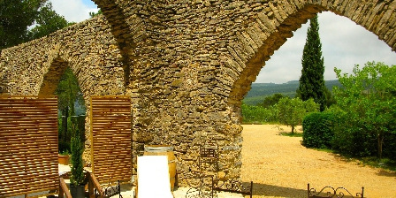 Holiday rental Bastide les Aliberts > arches of the 13th century