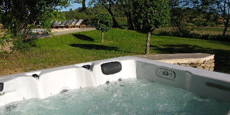 Bastide les Aliberts Relax in the jacuzzi