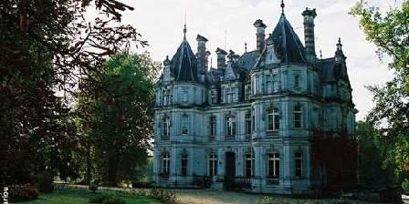 Château Saint Martial Chateau vu de la grille d'entée