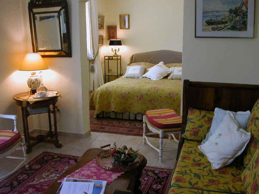 Chambres d'hotes Bouches du Rhône, à partir de 75 €/Nuit. Maison/Villa, Aurons (13121 Bouches du Rhône), Charme, Piscine, Jardin, Parking, 2 chambre(s) double(s), 1 suite(s), 6 personnes maximum, Gites De France, Velo, Stages, Vue...