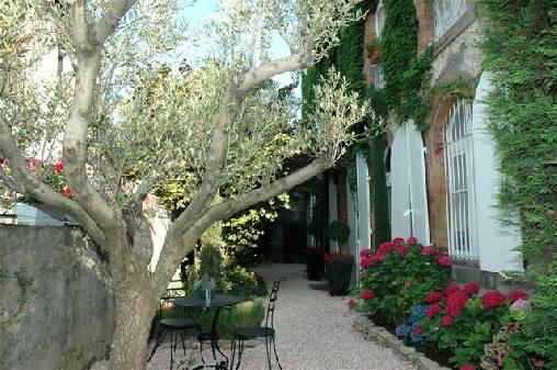 Chambre d'hote Aude - Entrée Villa les Cèdres et Restaurant