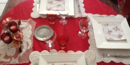Villa les Cèdres Table en fête au restaurant