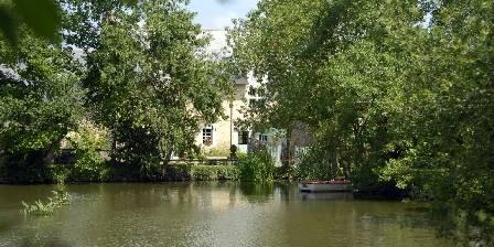 Le Bois de Grez Manoir du bois de grez vue de l'étang