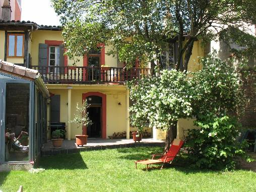 Gastezimmer Haute-Garonne, ab 85 €/Nuit. Haus mit Charakter, Toulouse (31000 Haute-Garonne), Charme, Garten, Zugang für Behinderte, Internet, WiFi, TV, Ausstattung Baby, 4 schlafzimmer double(s), 1 suite(n), 13 personen ma...