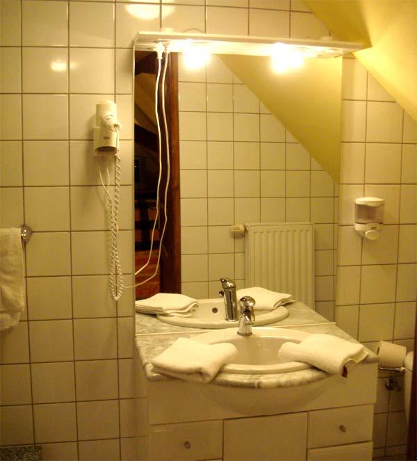 une salle de bain en chambres d'hôtes b&b à Kintzheim