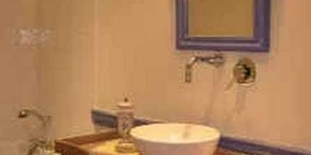 Château de Chalmazel La salle de bain de la chambre Renaissance