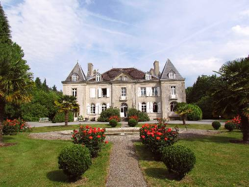Bed & breakfasts Finistère, from 125 €/Nuit. Castle, Arzano (29300 Finistère), Charm, Luxury, Guest Table, Swimming Pool, Garden, Park, Net, WiFi, Baby Kits, 5 Suite(s), 15 Maximum People, Lounge, Library, Chimeney, Safe, B...