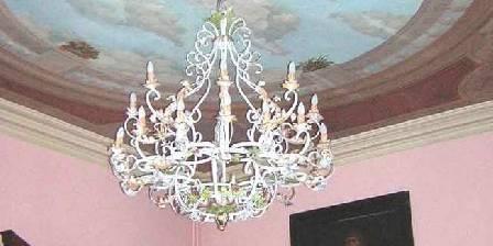 Château de la Fromental Le lustre de la salle Rose