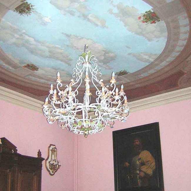 Chambre d'hote Cantal - Le lustre de la salle Rose