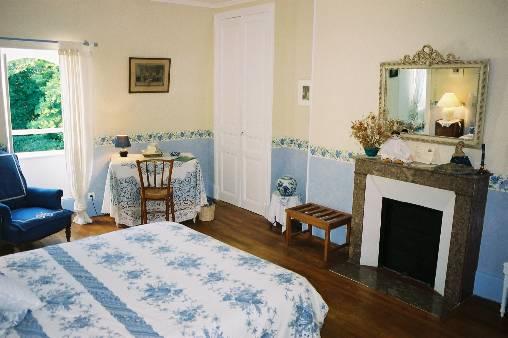 chateau de l 39 ormet une chambre d 39 hotes dans l 39 allier en auvergne les activit s. Black Bedroom Furniture Sets. Home Design Ideas