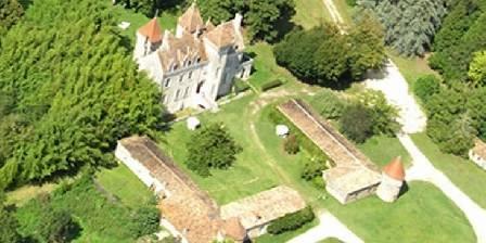 Chambre d'hotes Château des Salles > Le château et son parc