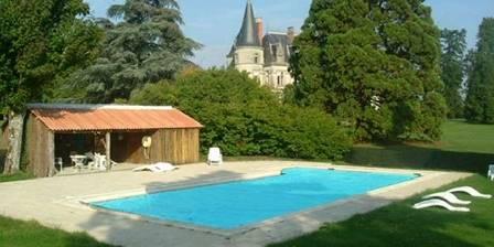 Chateau du Boisrenault Vous prélasser au bord de la piscine...
