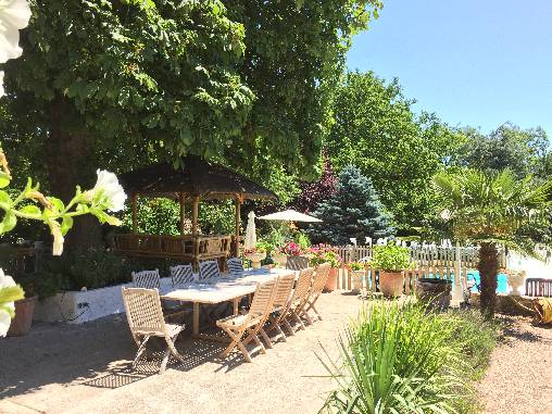 bed & breakfast Loiret - breakfast in the garden