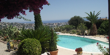 Le Clos des Rosiers Swimming pool-view sea