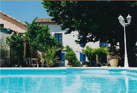Chambres d'hotes Vaucluse, Sarrians (84260 Vaucluse), Fleurs De Soleil....