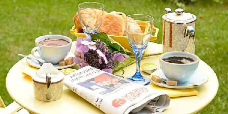 Maison et table d'hôtes Joliot Curie Jardin  d  ete