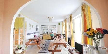 Maison et table d'hôtes Joliot Curie Salon  petit dejeuner