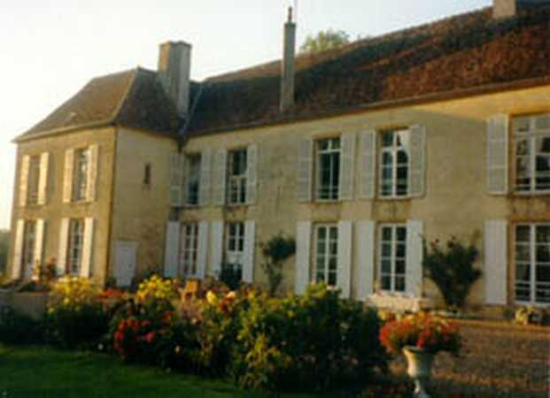 Bed & breakfasts Nièvre, from 60 €/Nuit. Castle, St Jean aux Amognes (58270 Nièvre), Charm, Guest Table, Swimming Pool, Garden, Park, Net, T.V., 3 Double Bedroom(s), Safe, 3 étoiles, Blue Card, Cycle, Trainings, Country ...