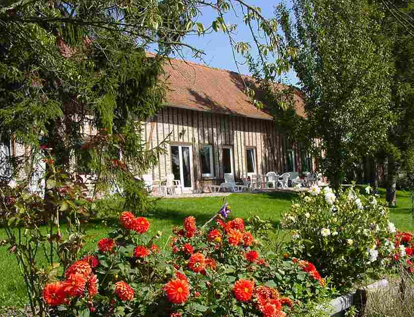 Bed & breakfasts Somme, from 60 €/Nuit. House/Villa, Caours (80132 Somme), Swimming Pool, Garden, Park, Net, WiFi, T.V., Baby Kits, Parking, 6 Double Bedroom(s), 1 Suite(s), 15 Maximum People, Kids Games, Travel Cheques...
