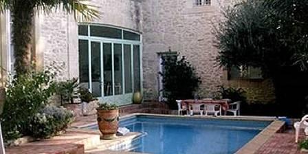 La Demeure La Demeure et sa piscine