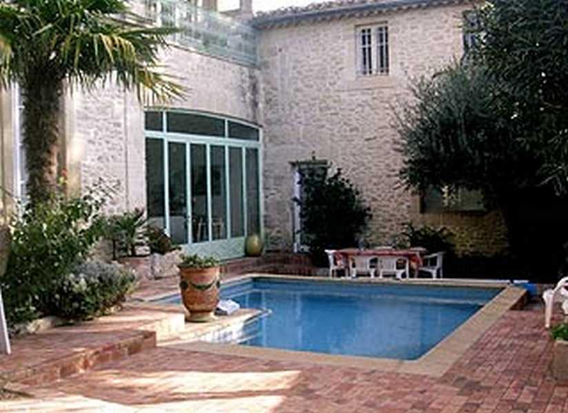 Chambres d'hotes Gard, à partir de 80 €/Nuit. Maison/Villa, Aubais (30250 Gard), Charme, Luxe, Table d`hôtes, Piscine, Jardin, Internet, WiFi, Téléviseur, Parking, 5 chambre(s) double(s), 12 personnes maximum, Cheminée...