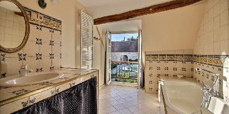 Demeure de Forterre La salle de bain de la suite Vanille.