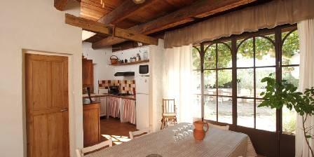 Mas Derrière Château Cuisine / salle à manger