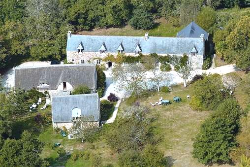 Bed & breakfasts Morbihan, from 50 €/Nuit. House/Villa, Brandivy (56390 Morbihan), Charm, Park, Disabled access, Net, WiFi, Parking, 3 Double Bedroom(s), 3 Suite(s), 12 Maximum People, Library, Chimeney, Gite De France, Tr...