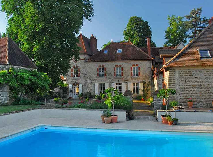 Bed & breakfasts Côte-d\'Or, from 98 €/Nuit. House of character, Vandenesse-en-Auxois (21320 Côte-d`Or), Charm, Swimming Pool, Park, WiFi, Baby Kits, Parking, 2 Double Bedroom(s), 2 Suite(s), Lounge, Library, Tennis, Cycle, ...