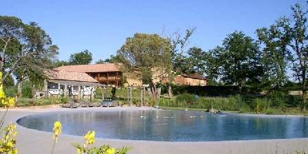 Chateau d'Izaute L'immense piscine en forme de lac
