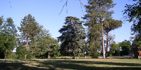 Chateau d'Izaute Parc devant chambres  d hotes