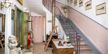 Chambre d'hotes Domaine Saint Dominique > Escalier d'accès étages