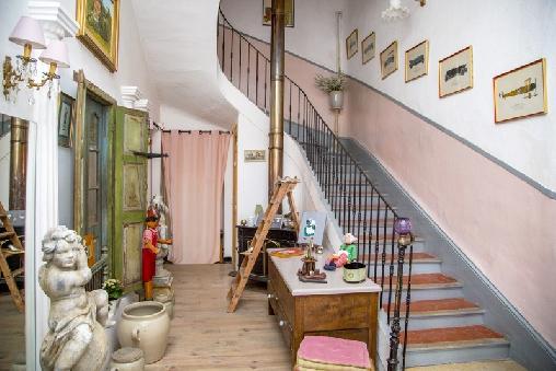 Escalier d'accès étages