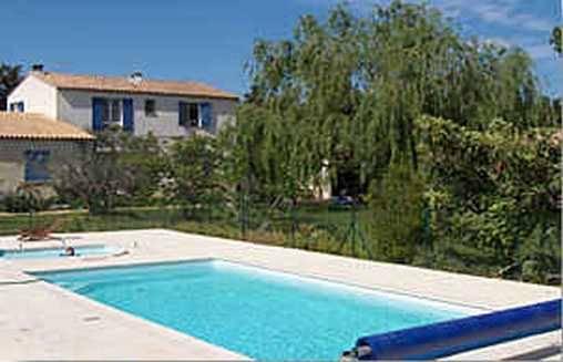 Chambres d'hotes Gard, à partir de 50 €/Nuit. Ferme, Vallabrègues (30300 Gard), Table d`hôtes, Piscine, Jacuzzi, Jardin, 1 chambre(s) double(s), 2 suite(s), 10 personnes maximum, 3 épis Gite De France, Bienvenus à La F...